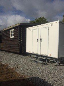 Toiletwagen Verhuur Noord-Brabant levert hier een Toiletwagen bij een apres ski hut in Waalwijk