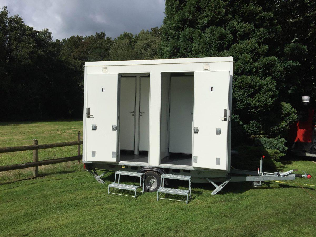 Nieuwe Toiletwagen Huren Type A. Ideaal voor kleine feesten en partijen